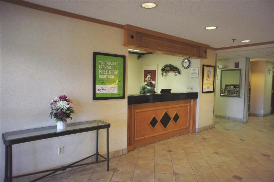 La Quinta Inn & Suites Albuquerque Journal Ctr NW: Lobby