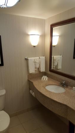 Hilton Garden Inn Scottsdale North/Perimeter Center : Bathroom