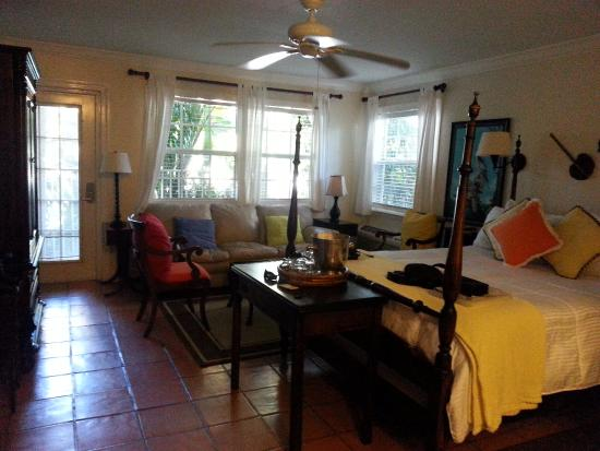 The Caribbean Court Boutique Hotel: Our room