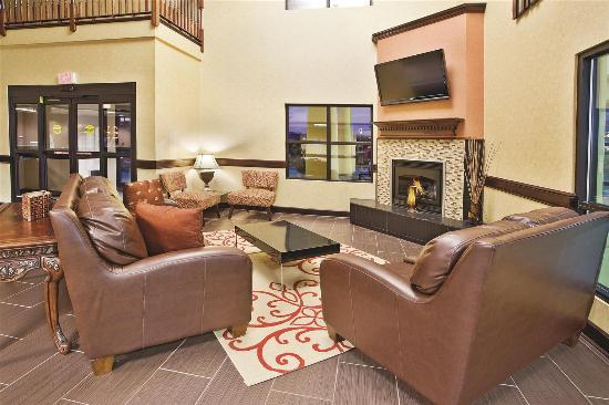 La Quinta Inn & Suites Knoxville Strawberry Plains: Lobby