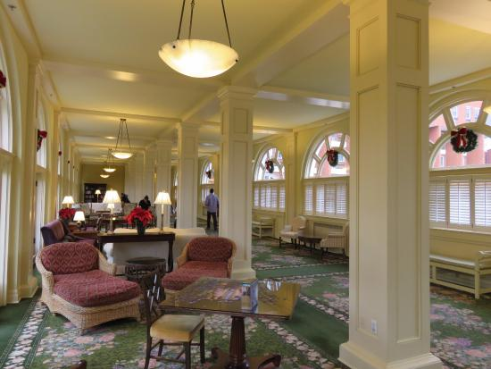 Hot Springs, VA: Breezeway & large sitting area with chess/checkers/puzzles out for use