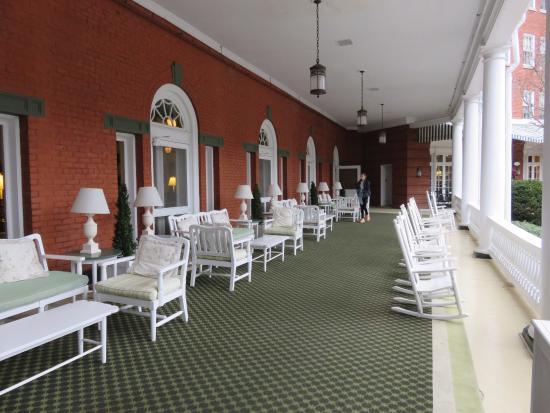 Hot Springs, VA: Veranda off Lobby