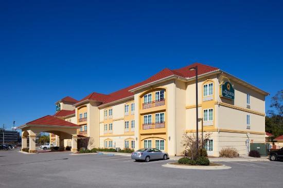 La Quinta Inn & Suites Mobile - Tillman's Corner: Exterior