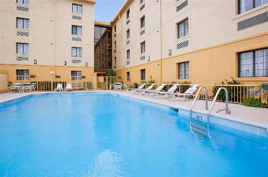 Fitness center picture of la quinta inn chicago o 39 hare - Wyndham garden elk grove village o hare ...