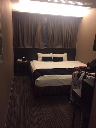 九龍王子酒店: 房間空間很小 放個行李箱就沒位置了