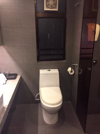 九龍王子酒店: 廁所隔音不好......