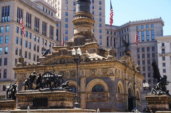 Soldiers' and Sailors' Monument: Public Square Monument