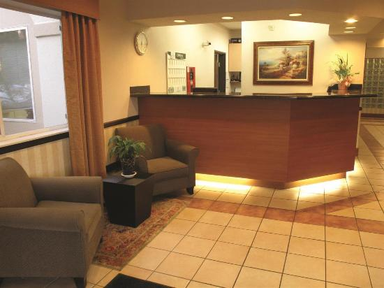 La Quinta Inn & Suites Olympia - Lacey: Lobby view