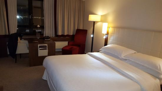 Sheraton Munchen Westpark Hotel: Executive double room on 6th floor