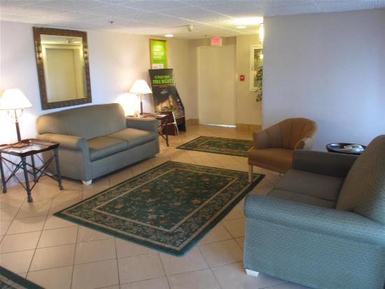 La Quinta Inn Binghamton - Johnson City: Lobby view