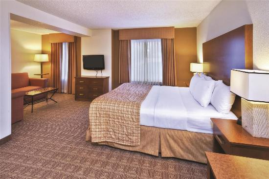 La Quinta Inn & Suites Danbury: Guest room
