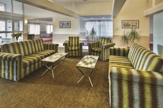 La Quinta Inn & Suites Danbury: Lobby view