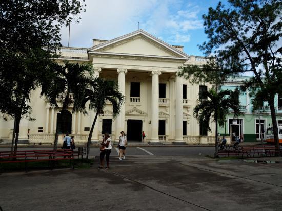 Santa Clara, Cuba: ...die Bibliothek Jose Martin