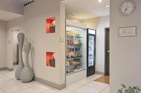 La Quinta Inn & Suites Harrisburg Hershey : Property amenity