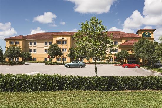 Sebring, FL: Exterior view