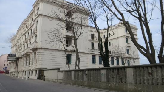 Hotel Palace: вид на отель 2