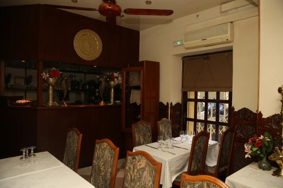 Paris restaurant jardin du kashmir c t bar picture of for Restaurant dans jardin paris