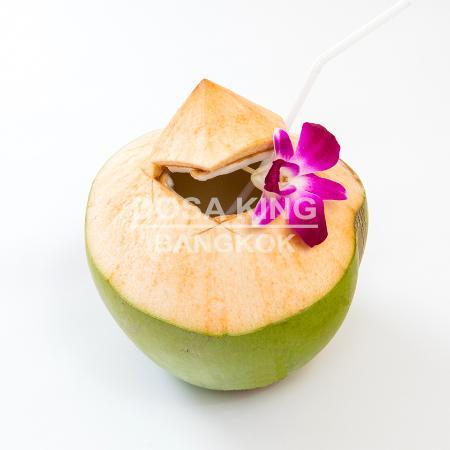 ร้านอาหาร โดซ่า คิงส์: Fresh Coconut Water at Dosa King near BTS NANA