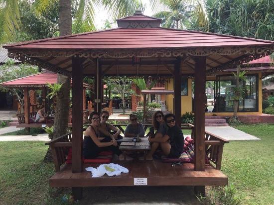 Lanta Pearl Beach Resort: Best place to eat/hang/drink