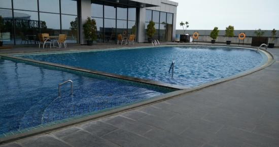 Kolam Renang Picture Of Swiss Belhotel Cirebon Cirebon Tripadvisor