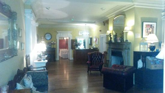 Little Weighton, UK: The bar / lounge at the Rowley Manor...