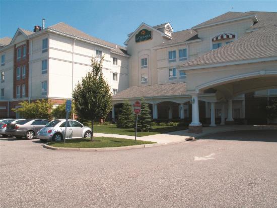 La Quinta Inn & Suites Islip MacArthur Airport