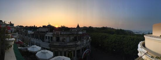 Mogo Cafe Hotel: Sunset view from balcony