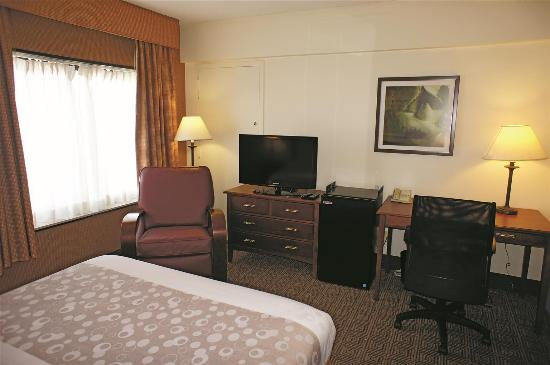 La Quinta Inn & Suites New Haven: guestroom