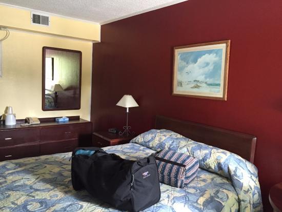 Hermann Motel: Tiny room