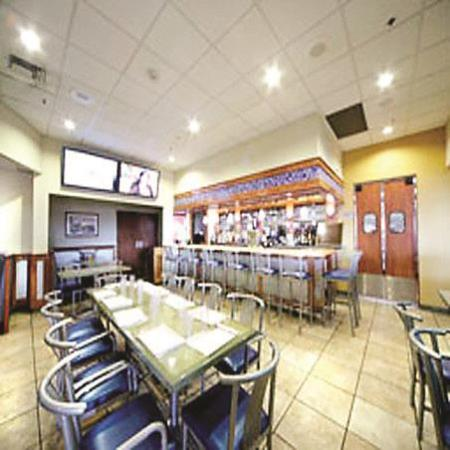 La Quinta Inn & Suites New Haven: breakfast area