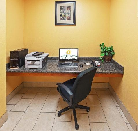 La Quinta Inn & Suites Ada: Business center