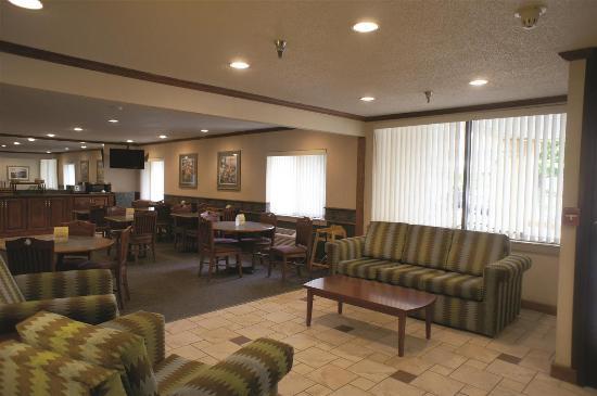 La Quinta Inn Indianapolis Airport Executive Drive : Lobby view