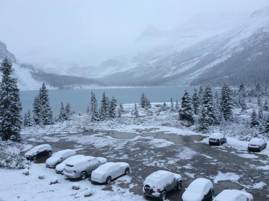 Num-Ti-Jah Lodge: View at Bow Lake