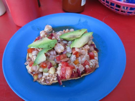San Ysidro, Californie : Raw shrimp tostada