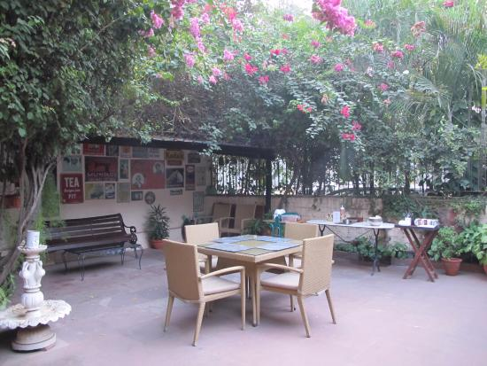 Devna: Front Courtyard for Breakfast