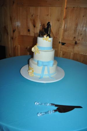 Cumberland, MD: Our beautiful wedding cake :)