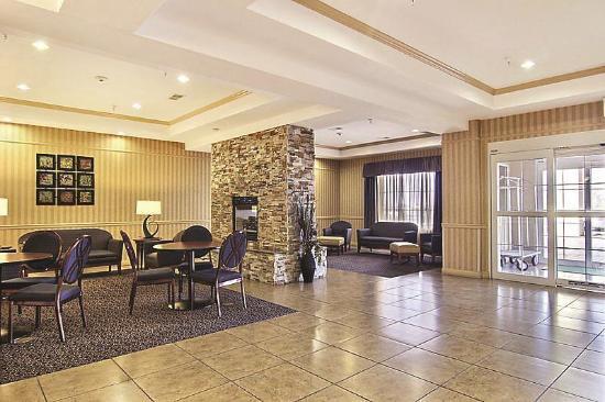 La Quinta Inn & Suites Hobbs: Lobby view