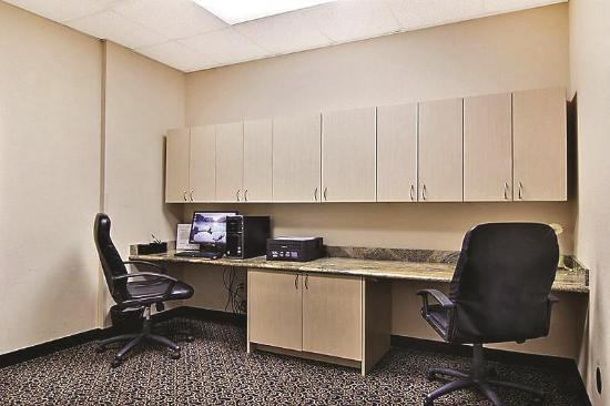 La Quinta Inn & Suites Hobbs: Business center