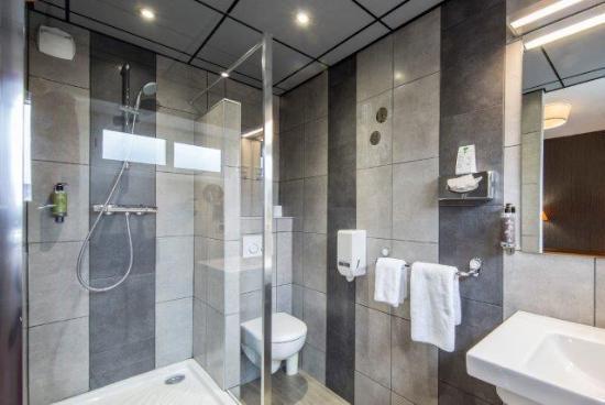 salle de bain r nov e en 2015 photo de hotel des lices rennes tripadvisor. Black Bedroom Furniture Sets. Home Design Ideas