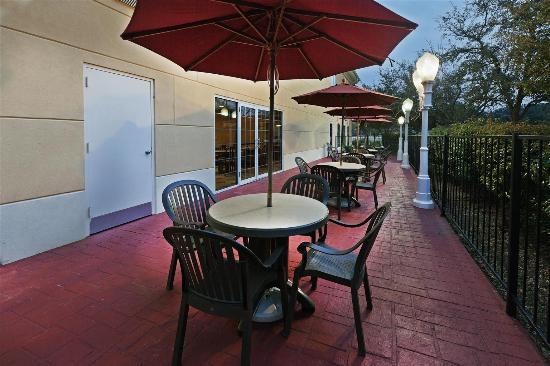 La Quinta Inn & Suites Dallas - Las Colinas: Exterior view