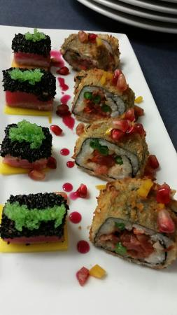 Lavallette, Nueva Jersey: Seared sesame tuna with wasabi tobiko, spicy tuna sushi
