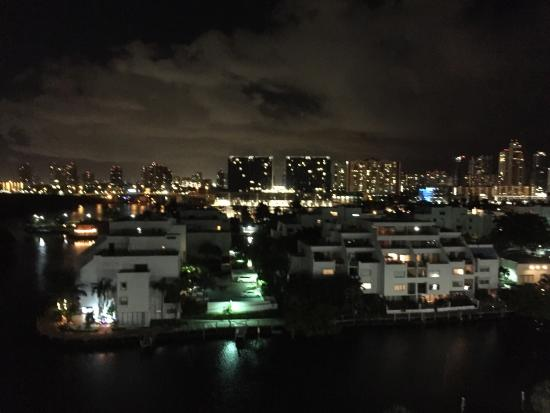 Doubletree by Hilton Grand Hotel Biscayne Bay: photo2.jpg