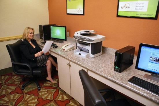 La Quinta Inn & Suites Houston East at Normandy: Business Center