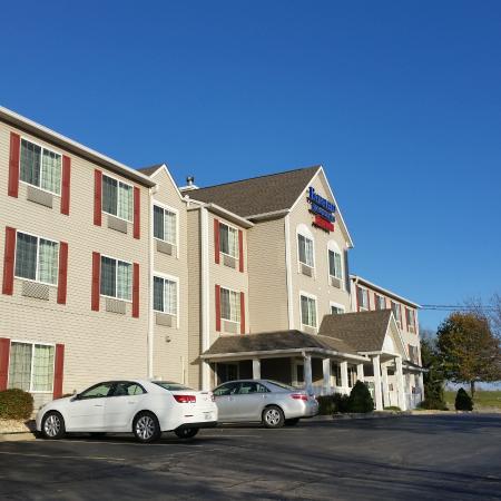 Fairfield Inn & Suites Kansas City North Near Worlds of Fun Photo