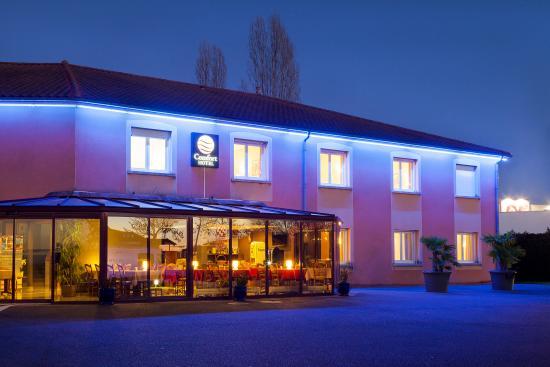 Comfort Hotel Paray Le Monial : facade hotel