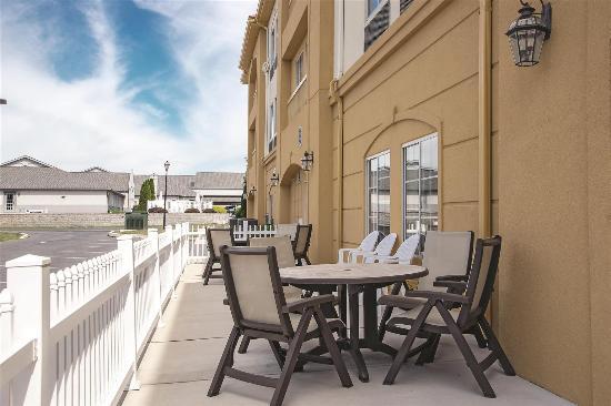La Quinta Inn & Suites Chambersburg: Exterior view