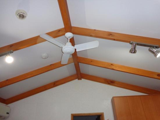 Waikerie, Australia: Ceiling fans in living and bedroom areas