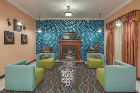 La Quinta Inn & Suites St. Augustine: Lobby view