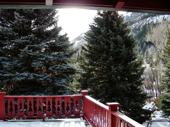Redstone, CO: Balcony for Veranada Rooms on Back of INN