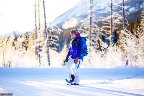 Glacier Mountaineer Lodge: Snowshoe